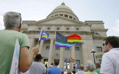 Manifestación ante el Capitolio de Arkansas por los derechos de los homosexuales.