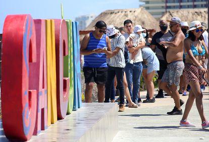 Turistas en una playa de Cancún, el 29 de mayo.
