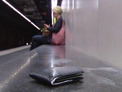 Un billetero, un teléfono móvil, unas gafas de sol… ¿Cuándo puedes quedarte legalmente un objeto perdido?