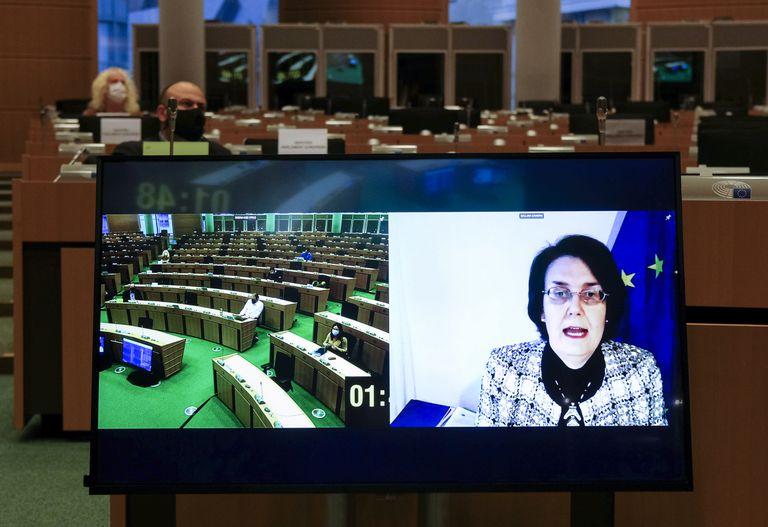 La directora general de Salud de la Comisión Europea y negociadora jefe de los contratos de adquisición de vacunas, Sandra Gallina, durante su comparecencia virtual de este martes en el Parlamento Europeo.