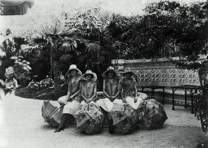Las hijas de los marqueses de Urquijo vestidas por Casa Sonia, hacia 1920.