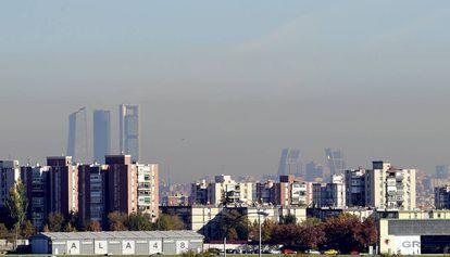La boina de la contaminación sobre Madrid.
