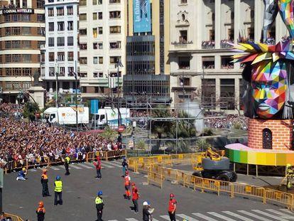 Plaza del Ayuntamiento durante la mascletà.