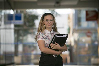 La estudiante de FP, María Ángeles Díaz, de 16 años, estudia para cuidar el día de mañana personas dependientes.