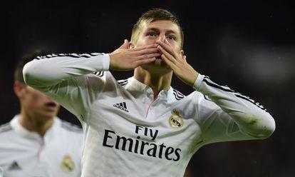 Toni Kroos celebra el tercer gol del Madrid.