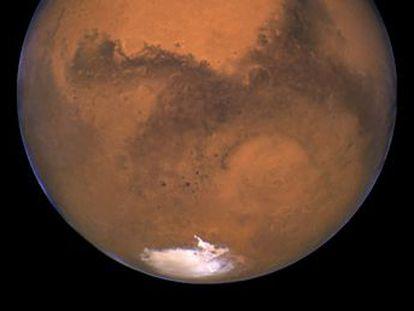 El descubrimiento de un lago subterráneo en el planeta vecino plantea con fuerza la existencia de vida extraterrestre. Y hace volar la cabeza