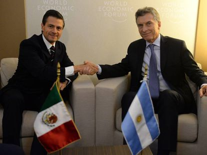 Los presidentes Enrique Peña Nieto y Mauricio Macri durante un encuentro en la cumbre de Davos, en enero pasado.