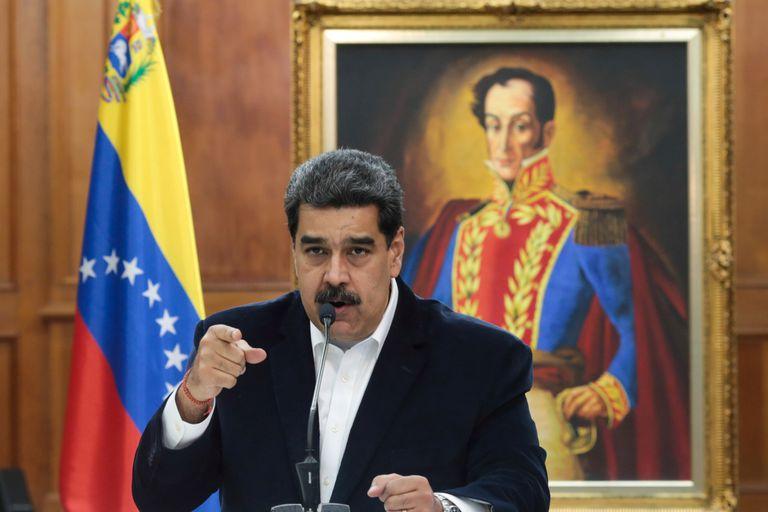Nicolás Maduro durante una reunión con militares en Caracas, el pasado mayo.