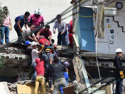 Más de tres centenares de personas han perdido la vida a causa de un seísmo de magnitud 7,1