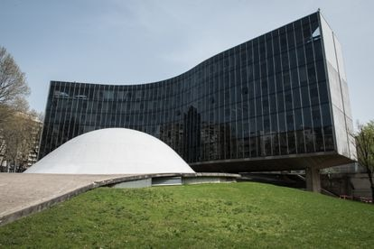 La sede en París del Partido Comunista Francés, construido por el arquitecto brasileño Oscar Niemeyer.