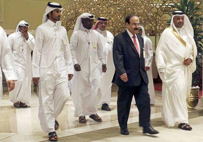El ministro de Energía de Bahrein, Abdul Hussain, al llegar a la reunión