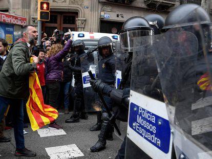 Protesta en Barcelona por la detención de Puigdemont.
