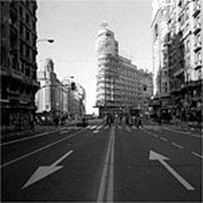 Aspecto ayer por la mañana de la Gran Vía de Madrid, en el centro de la capital de España
