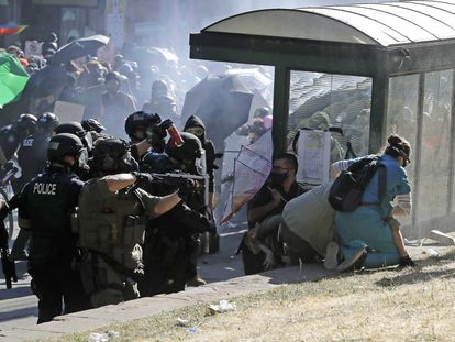 Disturbios entre manifestantes y la policía, el 25 de julio en Seattle.