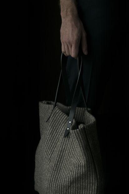 Bolso de lana con asas de piel Steve Mono.