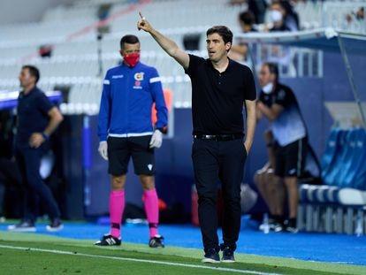 Andoni Iraola durante un partido del Rayo Vallecano la temporada pasada.