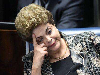 BRA29. BRASILIA (BRASIL), 29/08/2016.- La presidenta suspendida de Brasil Dilma Rousseff participa en una audiencia de su juicio ante el Senado hoy, lunes 29 de agosto de 2016, en Brasilia (Brasil). La comparecencia de la presidenta brasileña, Dilma Rousseff, en el proceso que le puede costar la destitución concluyó hoy y el Senado dejó para este martes el debate previo a la votación final. EFE/Cadu Gomes