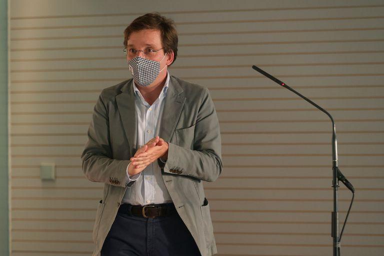 El alcalde de Madrid, José Luis Martínez-Almeida, pronuncia un discurso durante la entrega de Premios del Club Internacional de Prensa y de las Asociaciones de Corresponsales Extranjeros.