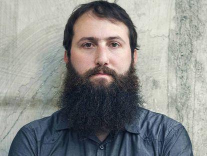 El escritor brasileño Julián Fuks.