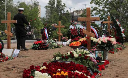 Entierro este sábado en San Petersburgo de los marinos muertos el pasado 1 de julio en un submarino ruso.