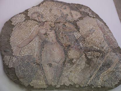 Pieza perteneciente al mosaico del rapto de Europa del Museo Arqueológico de Sevilla donde se procederá al traslado de las piezas para la posterior rehabilitación del edificio.