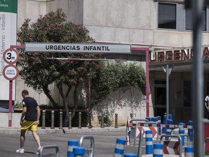 Acceso de Urgencias del Hospital Materno Infantil de Málaga, en una imagen de archivo.