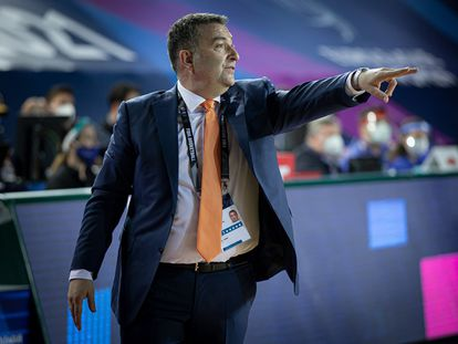 Miguel Méndez al frente del Ekaterimburgo ruso. euroleaguewomen