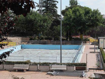 Obras de reformas de la piscina de Casa de Campo paralizadas por la Comunidad de Madrid.
