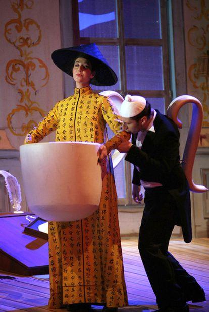 Representación de <i>El niño y los sortilegios</i> en los Teatros del Canal.