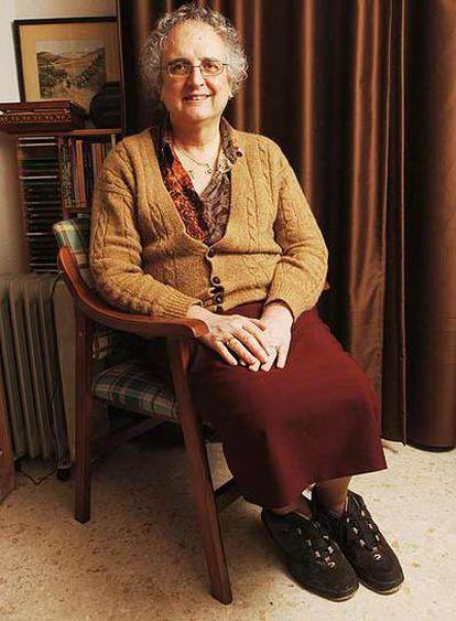 Kim Pérez. 65 años. Se jubiló el año pasado. Fue profesora de filosofía en un instituto de secundaria de Granada e impartió clases de Historia Medieval en la Universidad de la ciudad. En la foto, en su casa de Granada.