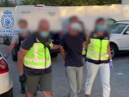 Captura de pantalla del vídeo en donde se ve la detención en Huelva de uno de los fugitivos más buscados de Europa.
