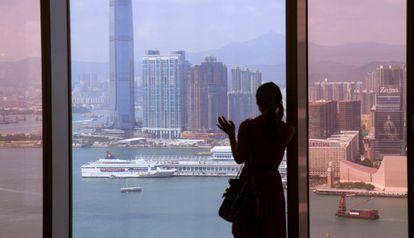 Vista de Hong Kong desde el edificio Central Plaza de Hong Kong.