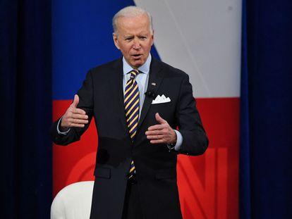 El presidente de Estados Unidos, Joe Biden, durante su encuentro con votantes en Milwaukee, este martes.