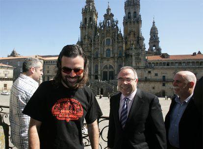 Pau Donés y el alcalde de Santiago, Xosé Sánchez Bugallo, en la presentación de la Fundación +árboles.