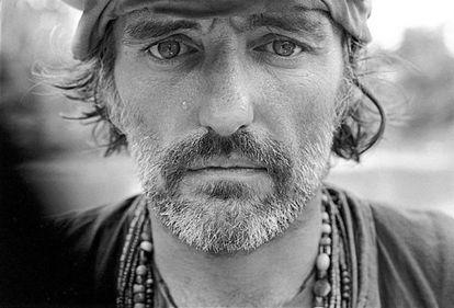 Dennis Hopper fotografiado por Mary Ellen Mark en el rodaje de 'Apocalypse Now', Filipinas 1976.