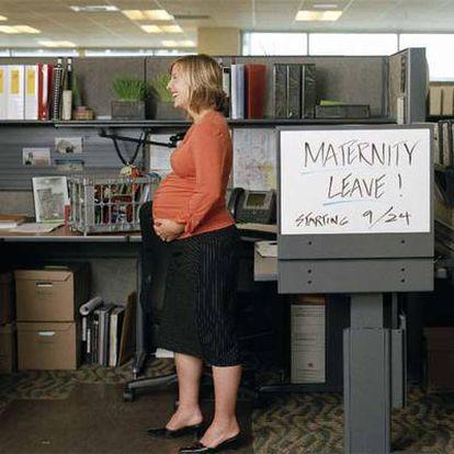 Un mayor  permiso de maternidad podría  animar  a las mujeres a trabajar.