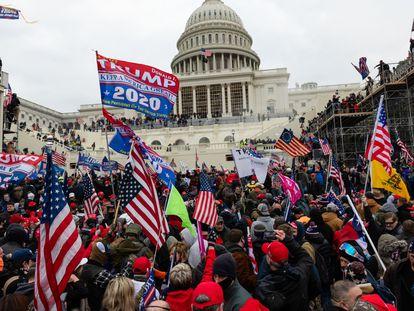 Seguidores de Trump, durante la toma del Capitolio en Washington, el pasado 6 de enero.