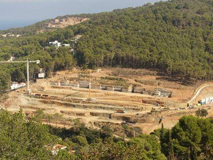 Terreno en obras de la nueva urbanización junto a la playa Sa Riera en Begur.