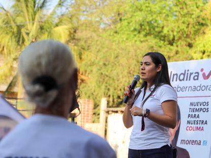 Indira Vizcaíno, candidata de Morena a la gobernatura de Colima, durante un acto de campaña.