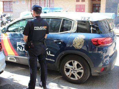 Una patrulla de la Policía Nacional en Valencia.
