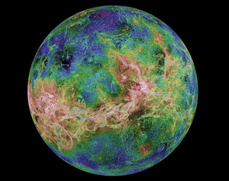 Imagen de radar de Venus tomada en 1998 que muestra sus accidentes topográficos.