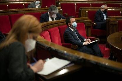 El vicepresidente del Govern en funciones, Pere Aragonès, en su escaño en el Parlament, el 3 de marzo.