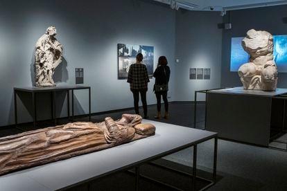 Varias de las obras de la exposición 'Non finito'. Entre ellas 'El torso de Belvedere', a la derecha.