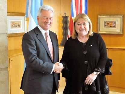 La ministra Susana Malcorra y el vicecanciller del Reino Unido, Alan Duncan, en Buenos Aires.