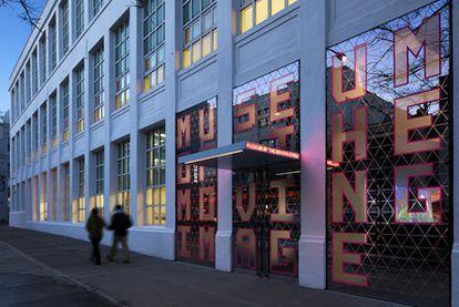 Fachada del nuevo Museo de la Imagen, en el barrio de Astoria, en Nueva York.