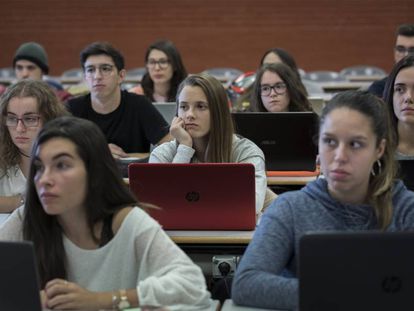 Estudiantes en una clase de la Universidad de Valencia.