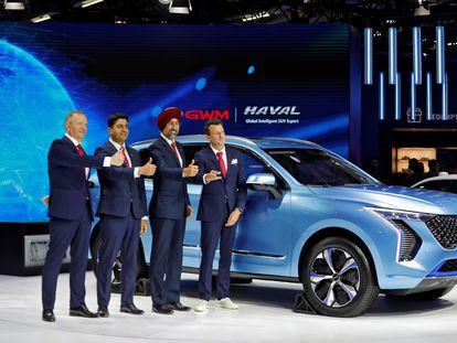 Ejecutivos de Great Wall Motors en un salón del automóvil de India.