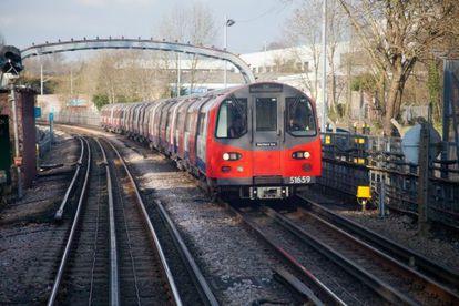 Un convoy del suburbano de Londres.
