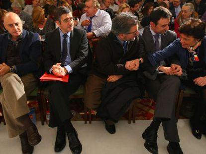 Ares, López, Eguiguren, Torres y Celaá (de izquierda a derecha), en la reunión del PSE en Bilbao.