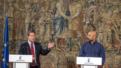 El presidente de Castilla-La Mancha, Emiliano García-Page, y el secretario general regional de Podemos, José García Molina.